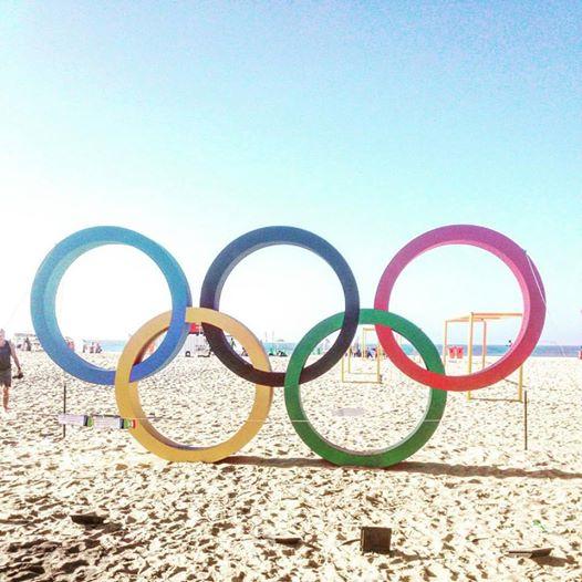 OL-ringene på Copacabana, hvor triatlonkonkurrencerne skydes i gang!
