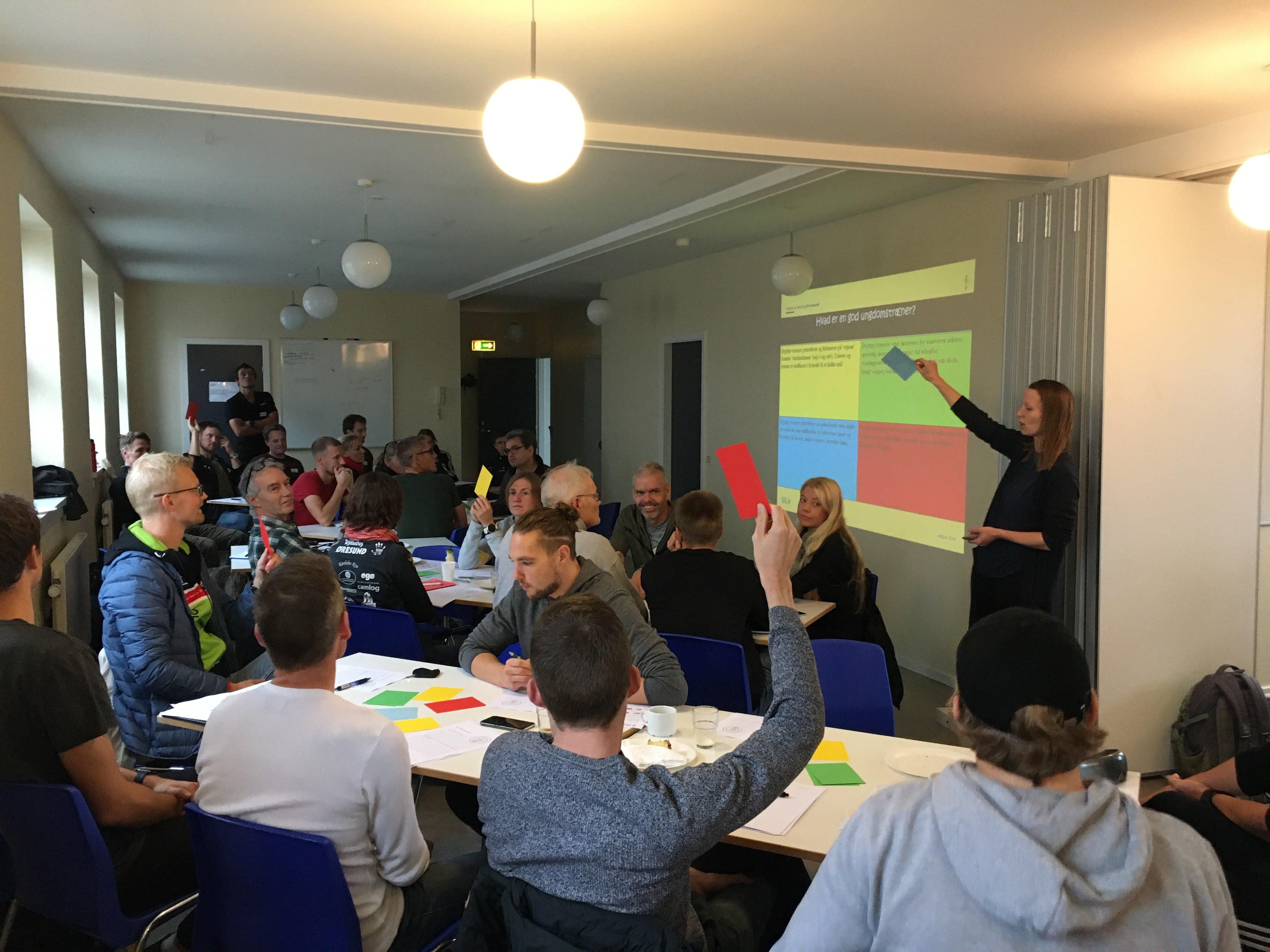 Børne- og Ungdomstræner seminar med 26 veloplagte deltagere