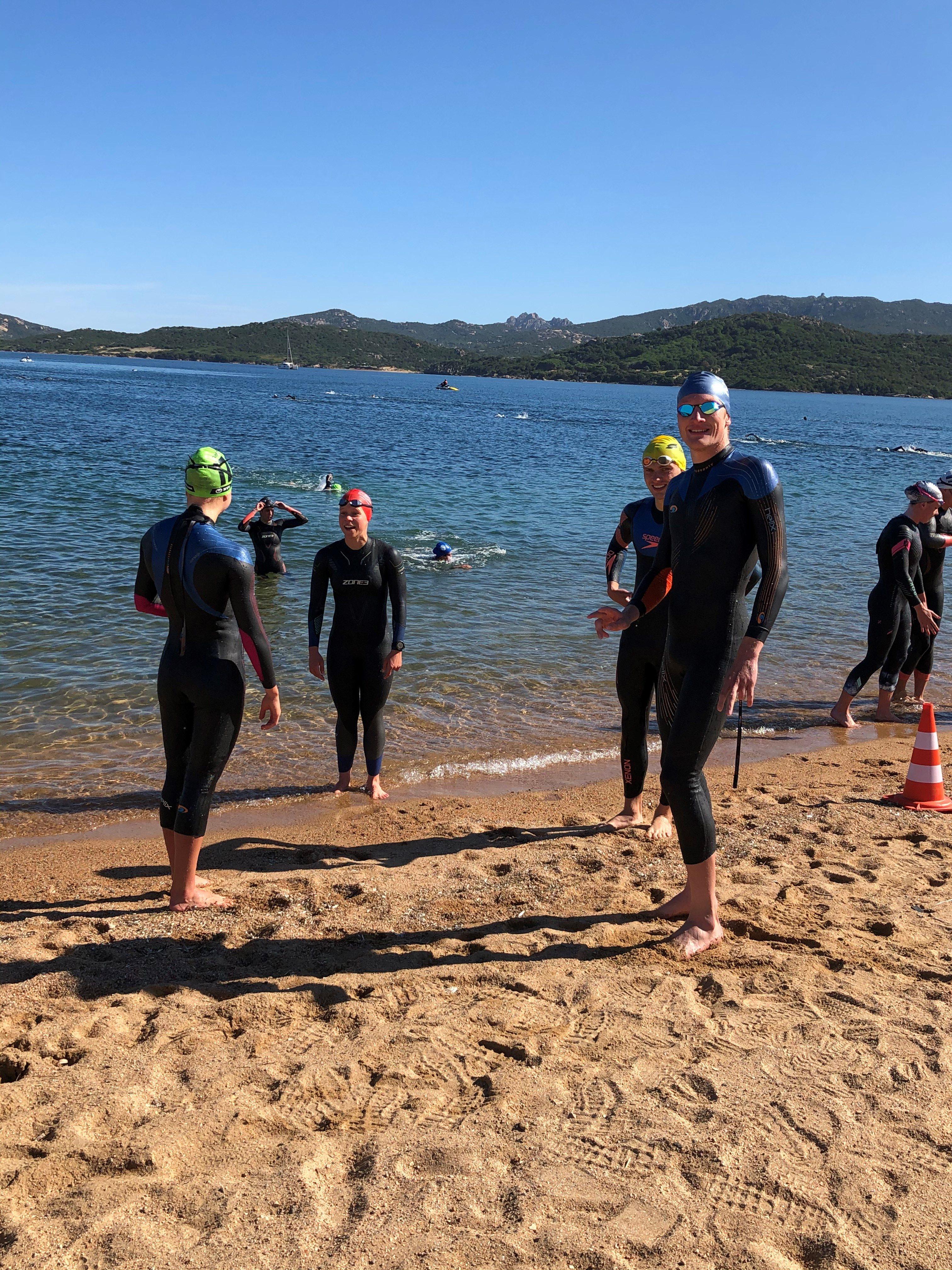 atleter på vej i vand